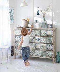 Le carreau en ciment est un revêtement aux motifs, parfois colorés, utilisé dans le passé à l'entréedes maisons. À présent, il prend de nouveau plac...