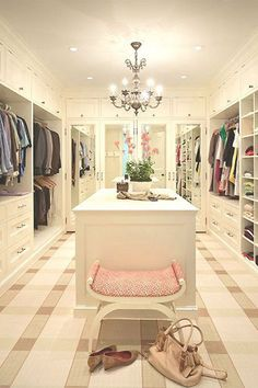 Walk In Closet Design - Design photos, ideas and inspiration. Amazing gallery of interior design and decorating ideas of Walk In Closet Design in closets by elite interior designers. Dream Closets, Dream Rooms, Big Closets, Girls Dream Closet, Classy Closets, Open Closets, Closet Bedroom, Closet Space, Closet Bench