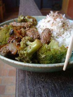 boeuf sauté aux oignons et aux brocolis