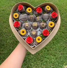 Chocolate covered strawberries for significant other 🍓💕 Chocolate Covered Treats, Chocolate Dipped Strawberries, Strawberry Sweets, Strawberry Ideas, Baby First Birthday Cake, Birthday Chocolates, Easy Homemade Recipes, Fruit Arrangements, Dessert Decoration