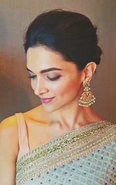 40 Hairstyles for evening gowns Page 2 of 4 Hairstyle Monkey Bollywood Stars, Bollywood Fashion, Bollywood Actress, Bollywood Party, Indian Dresses, Indian Outfits, Indian Saris, Hairstyles For Gowns, Dipika Padukone
