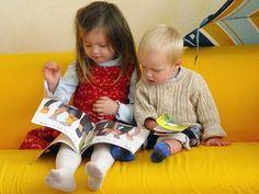 Niños leyendo -