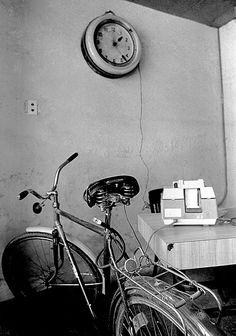 PERGUNTA-ME COMO CALCULAR O TEMPO Havana-Cuba 1997 Fotografia p&b - 40x60cm