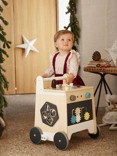 Chariot de marche Bricolage beige - 😍Découvrir ici - #premierage #Chariotdemarche #Jouet #Vertbaudet #Jouets #enfants #bébé #bebe When To Stop Breastfeeding, Boy Walking, Cot Blankets, Travel Cot, Tie Shoelaces, Ride On Toys, Boy Shoes, Beige, Toy Chest
