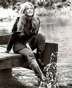 Jennifer Aniston media gallery on Coolspotters. See photos, videos, and links of Jennifer Aniston. Jennifer Aniston Style, Jennifer Aniston Pictures, Rachel Green, Pretty People, Beautiful People, Jeniffer Aniston, Brad Pitt, Celebrity Pictures, Belle Photo