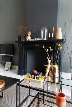 Black fireplace and glass side tables Turbulence Deco, Interior Architecture, Interior Design, Black Fireplace, Glass Side Tables, Living Room Grey, Interior Inspiration, Diy Home Decor, Sweet Home