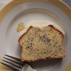 レモンポピーシードケーキ by イクノさん   レシピブログ - 料理ブログのレシピ満載! 春らしく明るくなってきたのに、最近また真冬みたいに寒くて、 身体が縮こまっている感じがします。 いいかげん冬物も飽きてきたので、 気分だけは明るくさわやかに。 レモンポピーシードのケーキを焼き...