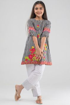 L98i Girls Dresses Sewing, Dresses Kids Girl, Girl Outfits, Little Fashion, Kids Fashion, Kids Summer Dresses, Kids Ethnic Wear, Pakistani Fashion Casual, Baby Dress Design