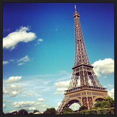 Tour Eiffel w Paris Tour Eiffel, Paris Eiffel Tower, Beautiful Places In The World, Oh The Places You'll Go, Places To Visit, Gustave Eiffel, Paris Must See, European Tour, Explore Travel