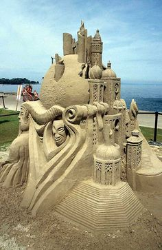 Free pictures of a sand sculptures festival in Switzerland. Information about the art, and locations of competitions and festivals in North America and Europe. Shells And Sand, Sea Shells, Sculpture Metal, Ice Art, Snow Sculptures, Snow Art, Grain Of Sand, Beach Art, Oeuvre D'art