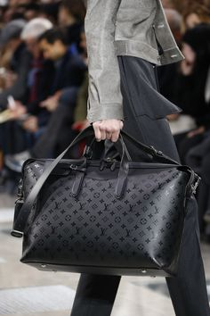 Louis Vuitton Fall 2016 Menswear Fashion Show Details