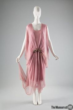 fashionsfromhistory: Evening Dress Bonwit Teller c.1920 Museum...