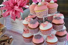 Mesa Dulce para Lucía Chocolate, Mini Cupcakes, Baby Shower, Desserts, Food, Candy Buffet, Candy Stations, Mesas, Meal
