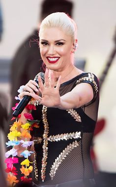 7de45bd356f8c Gwen Stefani from The Big Picture  Today s Hot Pics The ever-so-glam Gwen  pulls out all the stops while performing on The Today Show.