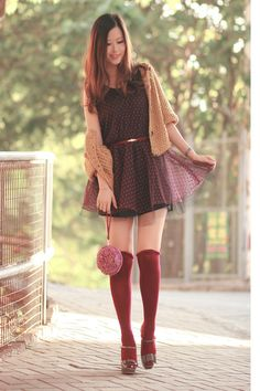 I love these earthy tones paired with texture (knit cardigan) and a flowy skirt. Very flirty!