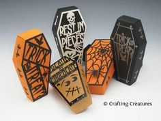 Halloween Gift Box - Coffin and Covers - Paper Gift Box Die .- Halloween Gift Box – Coffin and Covers – Paper Gift Box Die Cutting with SVG files and PDF instructions for Silhouette and Cricut machines - Dulceros Halloween, Halloween Treat Boxes, Halloween Coffin, Halloween Treats, Origami Halloween, Halloween Poems, Halloween Favors, Halloween Miniatures, Halloween Banner