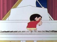 足とおケツでピアノを弾いてみせるしんのすけのGIF画像 created by GIF画像まとめ