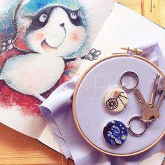 Zeinepuu: kanaviçe kolye Needlework, Coin Purse, Purses, Wallet, Phone, Lovely Things, Embroidery, Handbags, Dressmaking