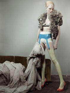 Lara Stone // Mario Testino // British Vogue May 2007
