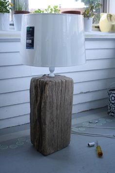 We made a lamp out of driftwood. Rustic Lamps, Wood Lamps, Farmhouse Lamps, Paper Lampshade, Lampshades, Twig Furniture, Driftwood Lamp, Make A Lamp, Cool Lighting