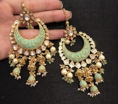 Indian Jewelry Earrings, Indian Jewelry Sets, Fancy Jewellery, Jewelry Design Earrings, Indian Wedding Jewelry, Stylish Jewelry, Bridal Jewelry Sets, Fashion Earrings, Fashion Jewelry