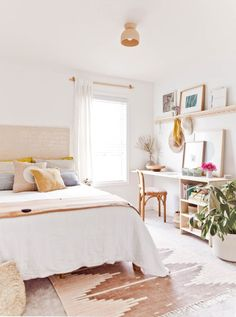 room makeover couple Room Reveal: A Guest Room / Home Office with Renter Friendly Design Solutions - Paper and Stitch Guest Bedroom Office, Cozy Bedroom, Modern Bedroom, Guest Rooms, Guest Room Decor, Office Nook, Office Setup, Office Organization, Office Decor