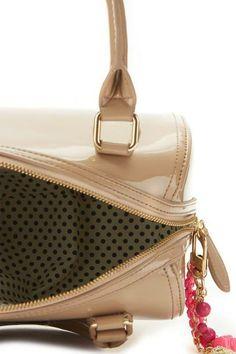 e0b7b7c33c7 Nieuw in het assortiment van Roetgerink Schoenen: de super leuke tassen van  het merk Paul's Boutique London! Ladies… dit moeten jullie zien!