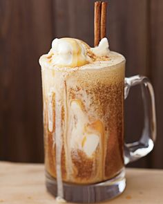 PERFECT for a fall dessert :) Apple Cider Float: 2 cups apple cider, 1 cinnamon stick, 1 cup vanilla ice cream, 1 tbsp. I Love Food, Good Food, Yummy Food, Tasty, Milk Shakes, Fall Recipes, Holiday Recipes, Recipes Dinner, Healthy Recipes