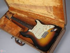 1960 Fender Stratocaster sunburst > Guitars : Electric Solid Body - Overland Express