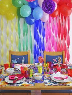 Decoração com papel crepom festa de aniversário