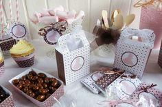 Kit de fiesta Primera Comunión niña Container, Gift Wrapping, Google, Party Kit, Candy Stations, Parties Kids, Gift Wrapping Paper, Wrapping Gifts, Gift Packaging