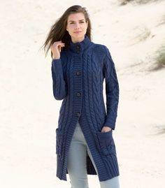 womens aran coat cardigan Knit Fashion, Sweater Fashion, Cardigans For Women, Coats For Women, Cardigan Long, Gilet Long, Mode Costume, Stylish Winter Outfits, Crochet Jacket