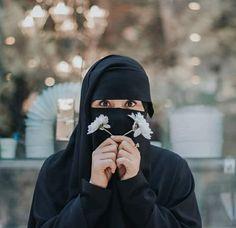 Niqab Eyes, Hijab Niqab, Muslim Hijab, Hijabi Girl, Girl Hijab, Black Hijab, Mother Photos, Niqab Fashion, Beautiful Muslim Women