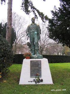 Monument aux morts pour la France soviétiques. Pere Lachaise. paris