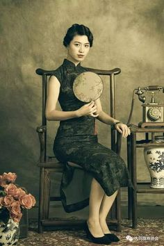 Chinese Gown, Chinese Dresses, Shanghai Girls, Creative Fashion Photography, Next Dresses, Cheongsam Dress, Chinese Style, Traditional Dresses, Asian Fashion