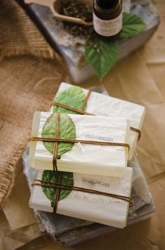 Willow and Sage Spring 2018 Melinda Barnett's peppermint soap recipe will soothe tired skin, relieve sore muscles, and clear stuffy noses. Handmade Soap Packaging, Handmade Soaps, Packaging Ideas, Willow And Sage, Peppermint Soap, Soap Packing, Soap Labels, Soap Display, Homemade Soap Recipes