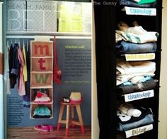 take advantage of textile shelves by recording the names of days of the week and using it for the separation of the clothes.