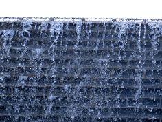 Cara Membuat Water Wall - Menghadirkan suasana relaksasi pada hunian bisa dengan cara menghadirkan unsure air. Unsur air merupakan elemen penting yang bisa menimbulkan suasana tenang, nyaman serta meneduhkan pada sebuah kediaman. Itulah beberapa alasan, banyak penghuni rumah ingin membuat kolam, pancuran air atau water wall. Selengkapnya: http://blog.propertykita.com/arsitektur/cara-membuat-water-wall/