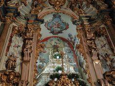 Matriz de Santo Antônio, em Santa Bárbara, tem pinturas de Mestre Ataíde e de seus discípulos (Foto: Raquel Freitas/G1)