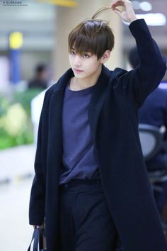 BTS - V || this pic makes me weak and it shouldn't