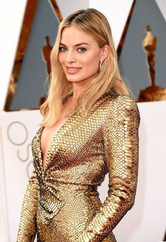 Margot Robbie Plastic Surgery Before And After Nose Job, Breasts Implants Photos Margot Robbie Oscars, Margot Robbie Fotos, Margot Robbie Feet, Actriz Margot Robbie, Margot Robbie Pictures, Margot Robbie Style, Margo Robbie, Glamour, Gq