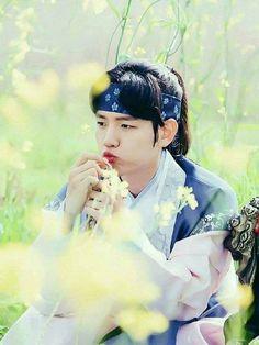 Baekhyun is so cute 💗~ Chanbaek, Exo Ot12, Park Chanyeol, Baekhyun Chanyeol, Baekhyun Moon Lovers, Moon Lovers Drama, Iu Moon Lovers, Cover Design, W Kdrama