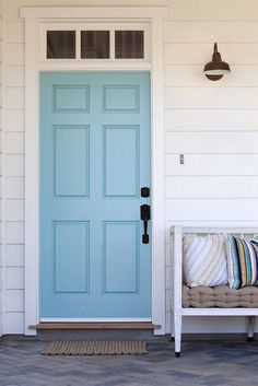 Front Door Paint Colors - Want a quick makeover? Paint your front door a different color. Here a pretty front door color ideas to improve your home's curb appeal and add more style! Wood Front Doors, Painted Front Doors, Blue Front Doors, Blue Doors, Beach Style Front Doors, Aqua Door, Turquoise Door, Front Door Handles, Door Paint Colors