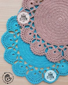New model of sousplat made with string Extra Colors cotton . Crochet Kitchen, Crochet Home, Love Crochet, Crochet Baby, Knit Crochet, Crochet Motifs, Crochet Mandala, Doily Patterns, Crochet Patterns
