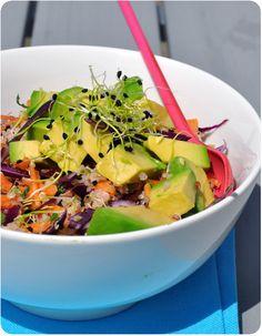 Une salade hyyyper jolie! J'ai eu envie de la réaliser suite à une magnifique photo très colorée que j'avais vu sur Pinterest, mais impossible de la retrouver (si ça vous dit quelque chose, faites-moi signe!). J'y ai ajouté une vinaigrette un peu originale,...
