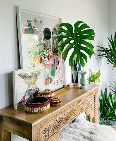 Coloque um verdinho e seu cantinho fica acolhedor e bonito - Veja esta folha de costela de adão no hall