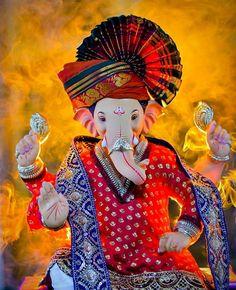 Ganesh Chaturthi Photos, Happy Ganesh Chaturthi Images, Shri Ganesh Images, Ganesha Pictures, Shiva Art, Ganesha Art, Clay Ganesha, Ganpati Bappa Photo, Holi Girls
