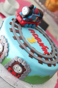 Cake Tomas the tank engine