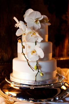 Phalaenopsis orchid cake decor (flowers by Lee Forrest Design, photo by HA! Photography)