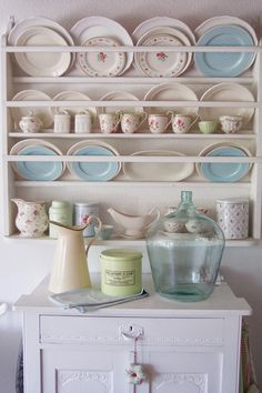 Lulufant | Beautifully displayed GreenGate in the dining room